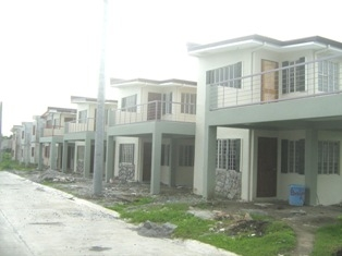 Pictures of Hollywood b model in imus house and lot for sale 4bedrooms 2cr house and lot for 3