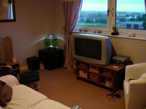 2 bed flat - livingston