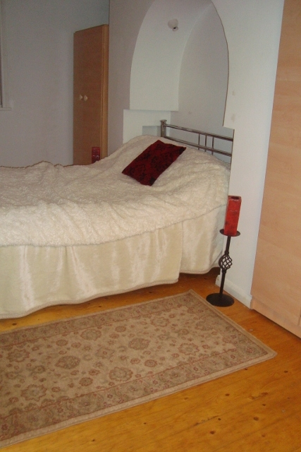 Pictures of Great location e1 short let house with a garden & parking space 4
