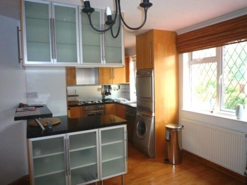 2 bed flat in four oaks
