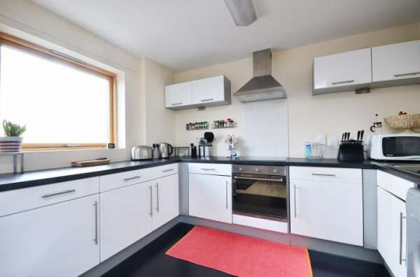 Pictures of Fully furnished double bedroom flat in london city center availabe now with all  4