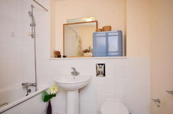 Pictures of Fully furnished double bedroom flat in london city center availabe now with all  3
