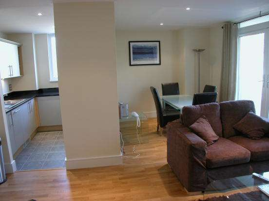 Get fabulous 2 bedrooms flat to rent in park heights court, e14