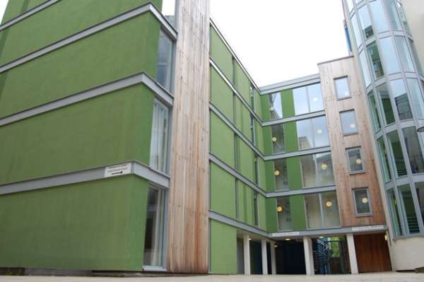 Get beautiful and charming 2 bedroom flats to rent in heights court/e14, london