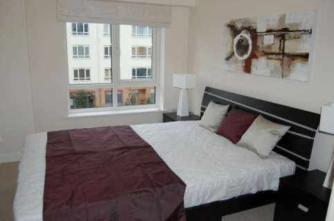 Pictures of Bright and stylish 2 bedroom flat to rent in beaufort park, london 3