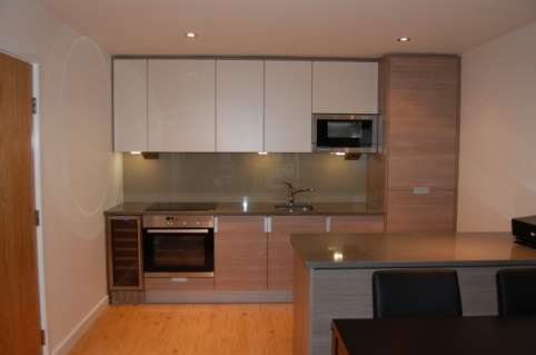 Bright and stylish 2 bedroom flat to rent in beaufort park, london