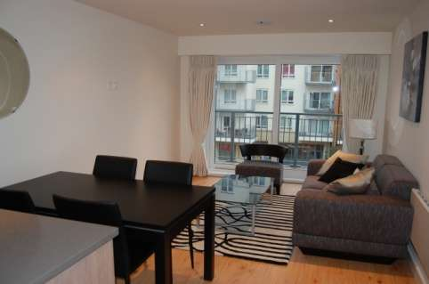 Pictures of Bright and stylish 2 bedroom flat to rent in beaufort park, london 2
