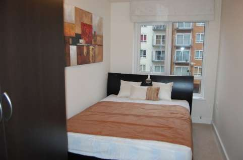 Pictures of Bright and stylish 2 bedroom flat to rent in beaufort park, london 4
