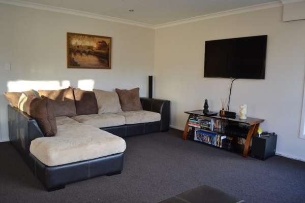 Pictures of A very spacious one bedroom flat to rent in central london 1
