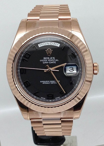 Pre-owned rolex day date ii 212835 rose gold watch