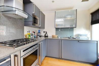 A lovely single bedroom flat located in central london.