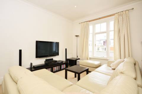 A well furnished one bedroom flat for rent.