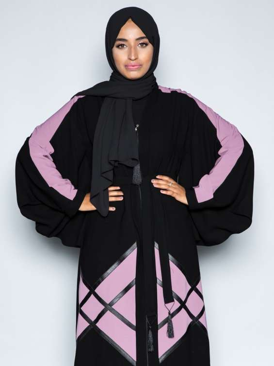 Leather patterned abaya